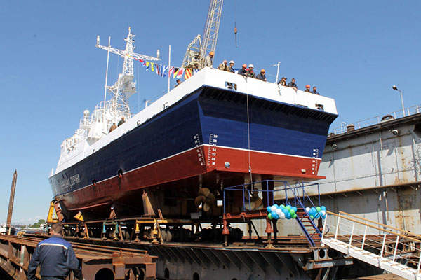 The 49.5m-long Project 10410 patrol boat can accommodate 40 crew members. Image courtesy of ALMAZ Shipbuilding Company.