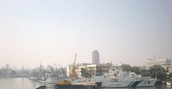 A Vishwast Class offshore patrol vessel, ICGS Vijit (OPV31), berthed at Naval Dockyard, Mumbai. Image courtesy of AroundTheGlobe.