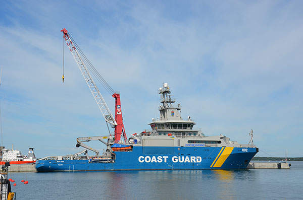 The KBV 002 Triton hoists its main crane with the lifting capacity of 24t.